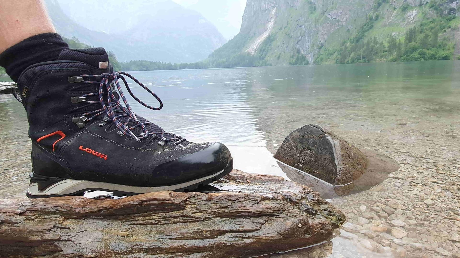 Wanderschuh am Oberersee
