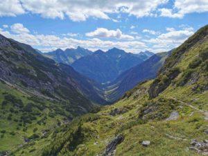 Wanderweg zwischen Kemtnerhütte und Holzgau